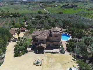 """Cubo""""s Villa Dos Reyes"""
