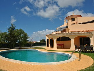 WONDERFUL VILLA W/ HEATABLE POOL, FREE WI-FI, A/C IN ALL BEDROOMS, BBQ...