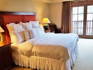 Lodge King Hotel Room 212 | Tamarack Resort