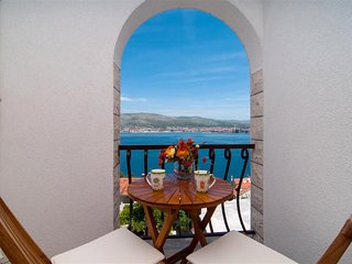 Seaview villa Dani with pool for 12 persons near the beach EOS-CROATIA