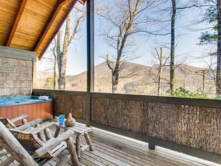 Appalachian Sunset is a one bedroom and one bathroom chalet
