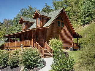Bear Paws is a warm and inviting one bedroom, one bath log cabin with an all
