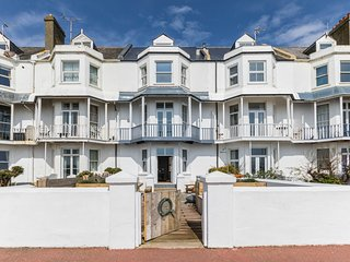 Stunning Victorian Beach Villa, Amazing Sea views, Luxury accommodation