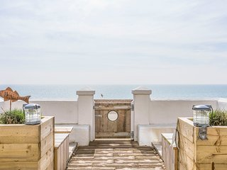 Stunning Victorian Beach Villa, Amazing Sea views, Luxury accommodation,5 bed