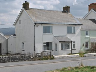 A lovely 5 bedroom cottage in borth with sea views