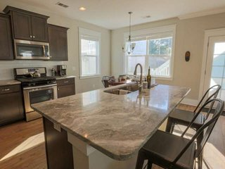 Brand new, family-friendly home with spacious kitchen, hardwood floors & bonus r