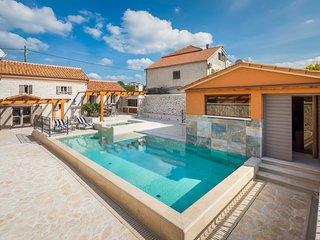 2 bedroom Villa in Bicine, Sibensko-Kninska Zupanija, Croatia : ref 5608583