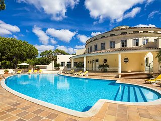 Quinta do Lago Apartment Sleeps 4 with Pool Air Con and WiFi - 5607991