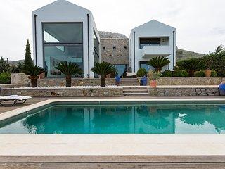 Unique Masterpiece Villa with pool in Ancient Corinth