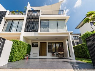 Lia Laguna townhouse at Bangtao Beach Phuket