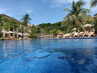 """Our Paradise Found' White Sand Beach, Infinity Pool & Snorkeling"
