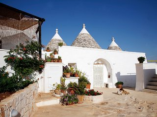 Trullo Monte Zuzzu x 4-6 people, sea view and minipool jacuzzi 7 seats