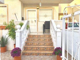 Beautiful Golf Apartment, 2 Bedroom, 5 Mins from Beach, Pool, Fruit Tree Terrace