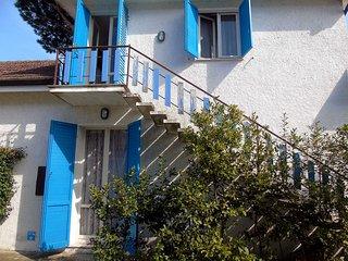 Ampia villa singola con 4 camere da letto, doppi servizi e giardino su 4 lati