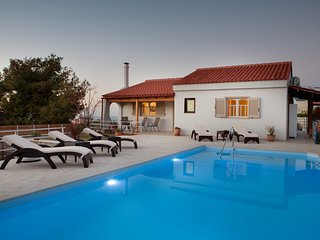 Chania Breeze House * Private pool * Private parking * Close to famous beaches