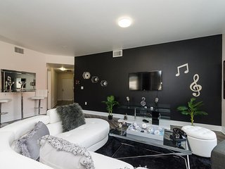 URBAN HOLLYWOOD ROCK N ROLL SUITE