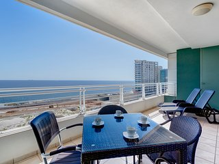 SEAFRONT 3BR LUX APARTMENT wt POOL, Upmarket Area