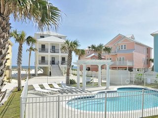 GREAT LOCATION & PRIVATE POOL- 'ROMAR HOUSE at Beachside'- Sleeps up to 21.