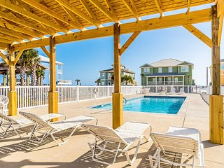 Great Location - Gulf-Front Home w/pool - 'Heavenly Sunrise' - Sleeps up to 14.