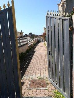Cancello dell'entrata che conduce all'appartamento