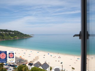 Independently inspected 5* Gold , Ocean front, 30 ft main bedroom, Sky TV