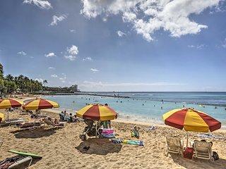 NEW! Breezy Condo on Canal -Walk to Waikiki Beach!
