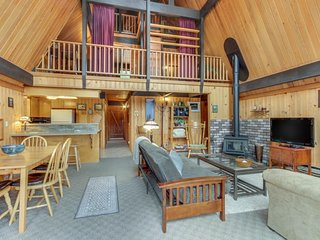 Dog-friendly cabin w/ bright interior - spacious yard, borders Nat'l Forest!