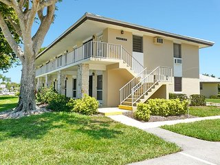 Inviting condo w/ heated pool just a short walk from the beach