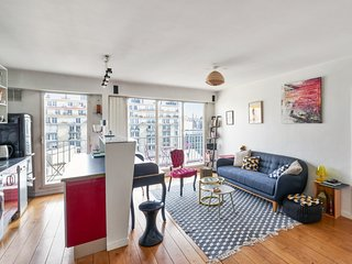 Parisian apartment with view on the Eiffel Tower - W359
