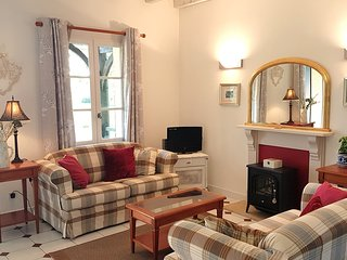 Dordogne Luxury Self-Catering Cottage Exclusively for Adults, 2 pools