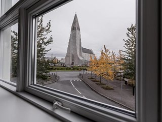 Luxury apartment right in front of Hallgrimskirkja