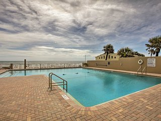 NEW! Daytona Beach Oceanfront Studio w/Pool Access