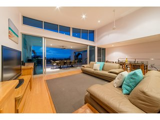 Azure Seas Executive- Airlie Beach
