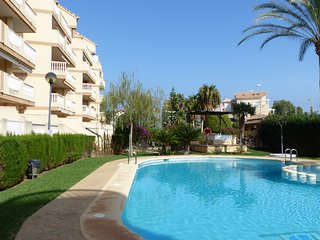 Two bedroom apartment with pool for 5 people