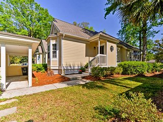 Hilton Head Home w/Golf View Patio - Walk to Beach