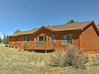 NEW! Cozy Estes Park Cottage w/ Mountain-View Deck