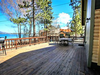 ~Lakeshore~3 Bd~Lakeside Retreat~Hot Tub~Separate Game Room~Boat Dock Access~