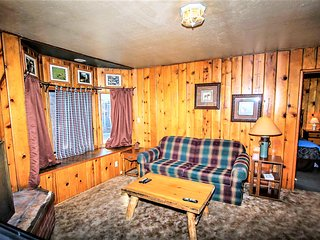 ~Lonepine~1 Bd~Adorable Family Cabin For Three~Lakeside Lodge Location~