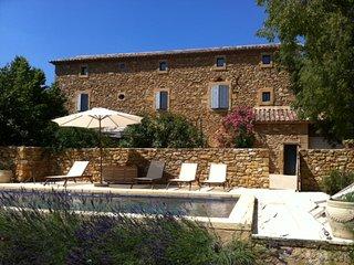 superbe mas provençal pour 12 personnes avec piscine