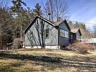Rustic Home w/Hot Tub & Fireplace in Catskill Mtns