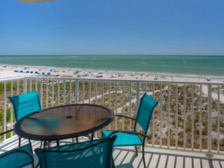 Quiet Building in the Heart of Madeira Beach. Outstanding View. Beachfront Pool