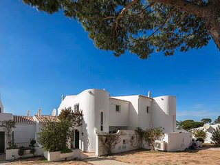 Vale do Lobo Villa Sleeps 6 with Pool Air Con and WiFi - 5607843