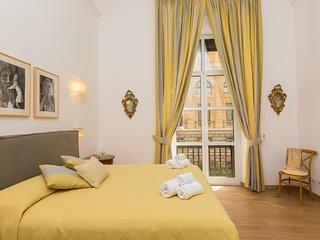 Prestigious Apartment Via Barberini with Balconies