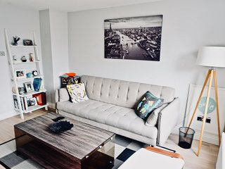 Modern Apartment in King's Cross, Central London by HAPPYGUEST