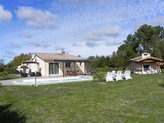 Maison 100m2 - 3 ch - piscine chauffee / 2500m2 de terrain arbore et cloture