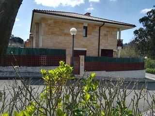 Vivienda Vacacional Chalet Las Cuevas para 8 plazas, al lado de Cabarceno