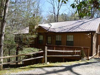 Brandywine Cabin - Spacious 2 BR, Large Screen Porch - WIFI