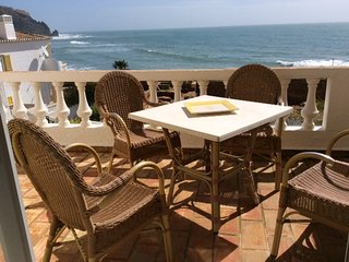 2 BED APARTMENT WITH LOVELY VIEWS OF THE SEA AND ROMAN RUIN IN PRAIA DA LUZ