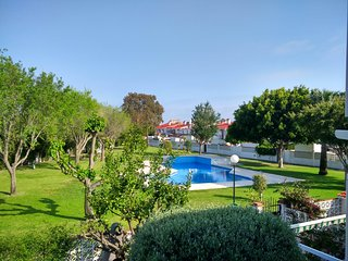 Townhouse 4 bedrooms, pool, air conditioning, 5 min to beach, Guadalmar, Malaga