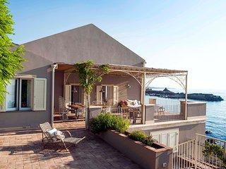 Casa sulle Onde, Sicily